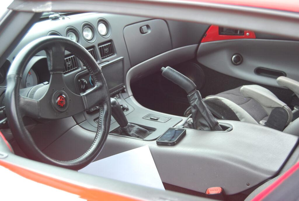 Dodge-Viper-1992-interior