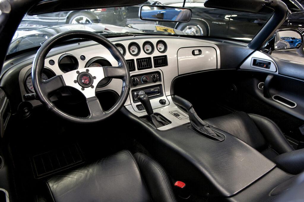 Dodge-viper-1996-interior