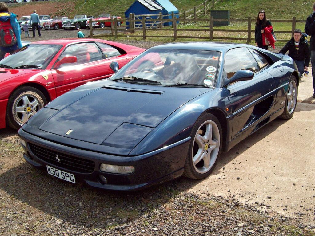 A fekete Ferrari F355, alias KRO