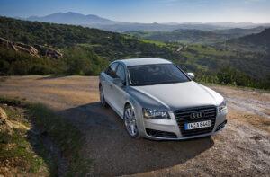 A szállító című filmből ismerős lehet az Audi A8