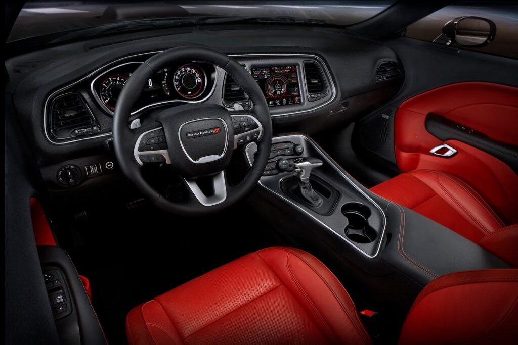 Dodge Challenger belső