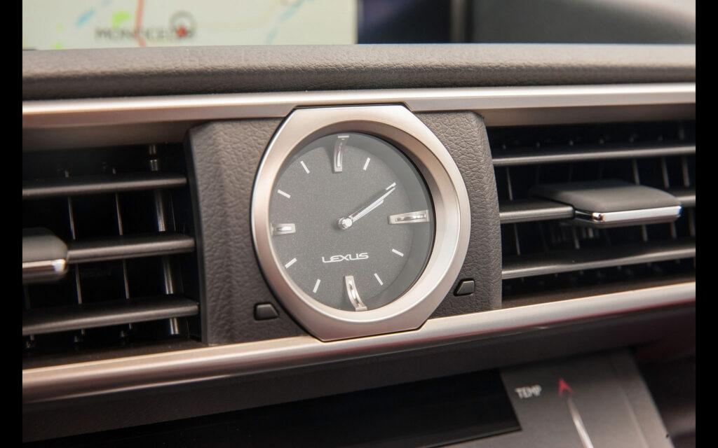 """A digitalizáció közepén egy árválkodó """"japán óra"""", ráadásul analóg"""