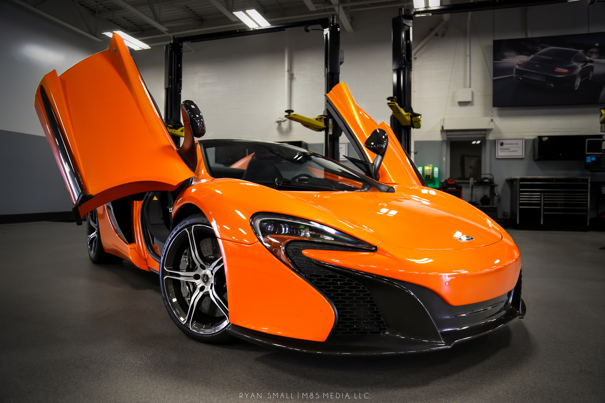 Utcai izomautók közt a legnagyobb? McLaren 650S