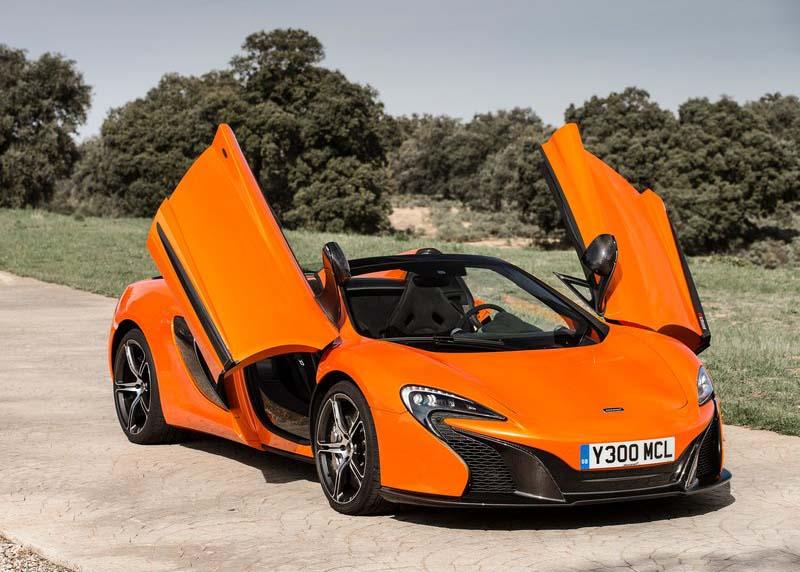 Nem lenne igazi McLaren, ha nem lambó ajtaja lenne.