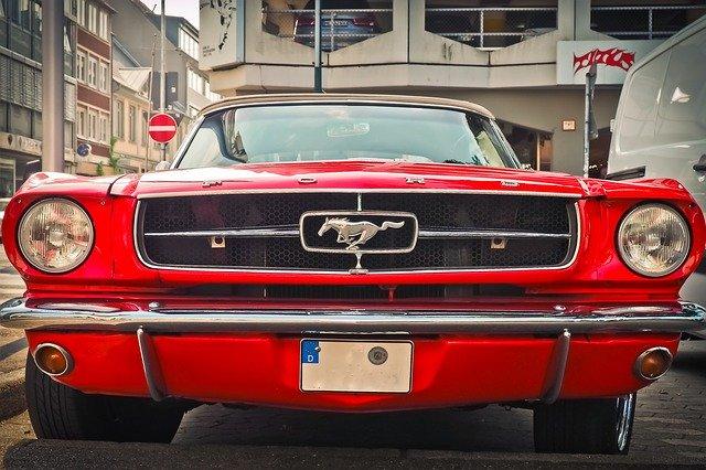 Ford Mustang ár